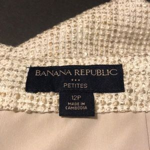 Banana Republic Skirts - Banana Republic cream short business skirt